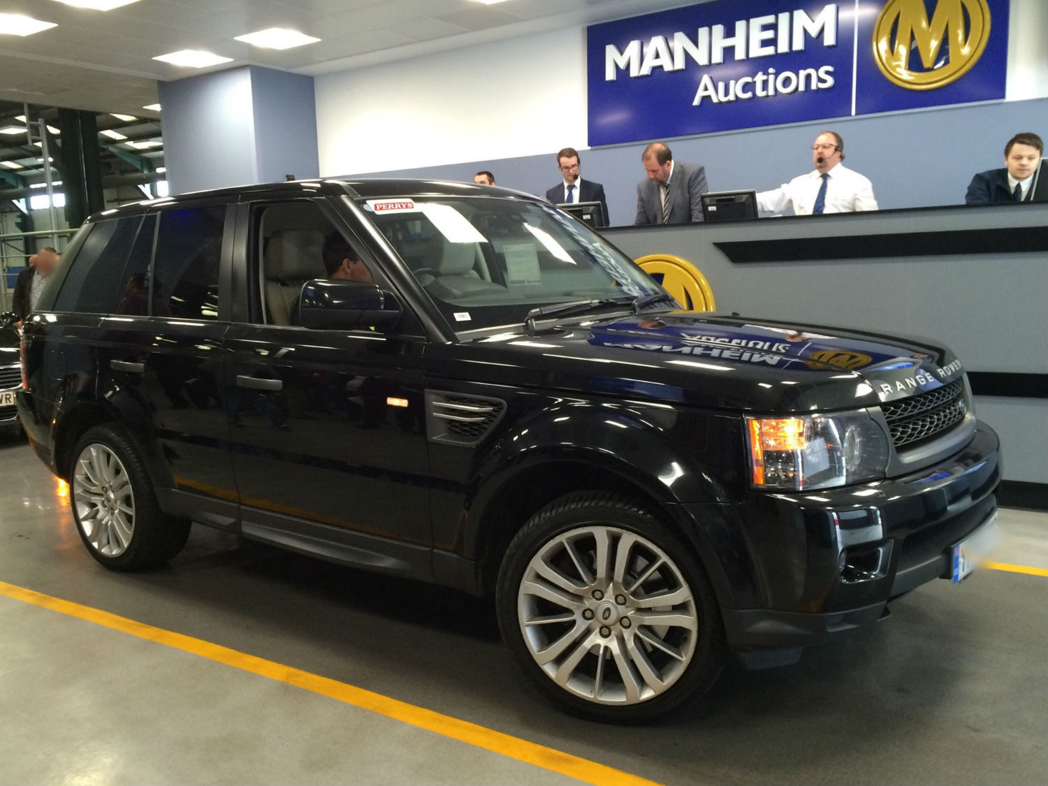 4x4 Range Rover at a Manheim auction centre