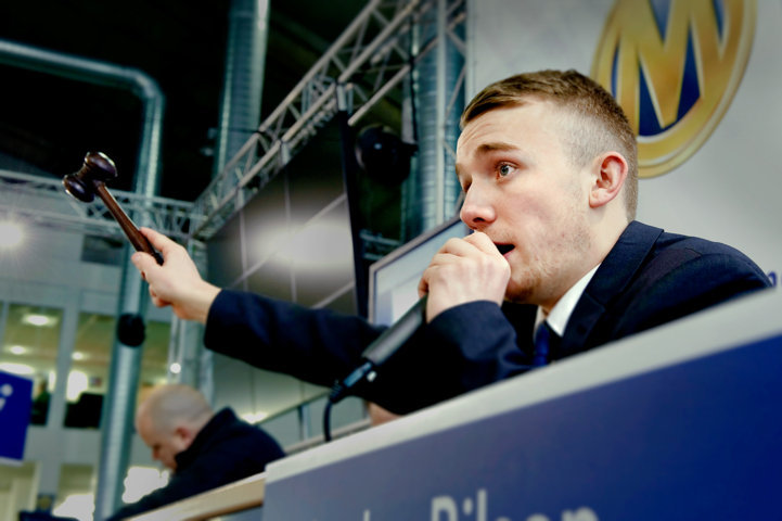 An auctioneer at Manheim Bruntingthorpe