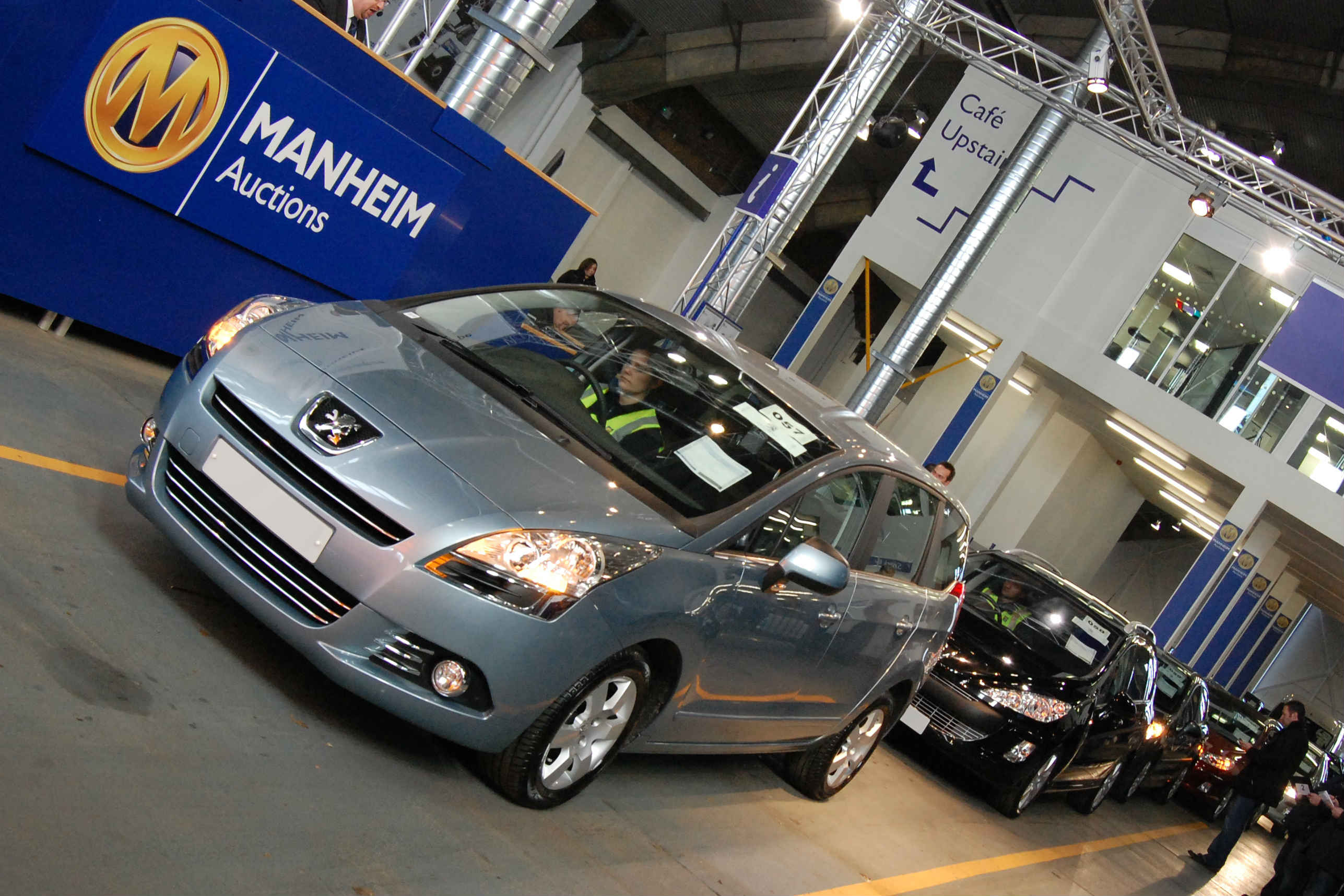 Car sale at a Manheim auciton centre