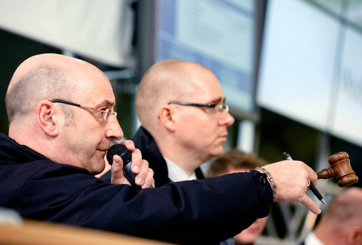 Bidding at the rostrum of a Manheim auction centre